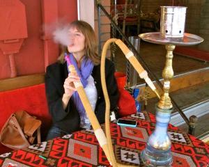 Istanbul, smoking hookah